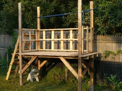 Building a shed from recycled wooden pallets building for How to make a fort out of wood