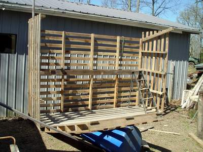 Building a Wood Shed from recycled wooden pallets, Building